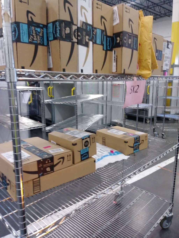 Amazon Flex Farmers Branch - storage  | Photo 7 of 10 | Address: 12401 N Stemmons Fwy, Farmers Branch, TX 75234, USA