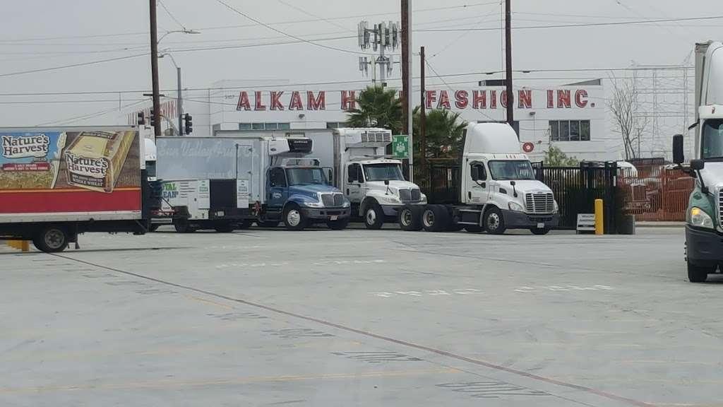 Amazon Fresh (LAX6) - storage  | Photo 6 of 10 | Address: 5119 District Blvd #100, Vernon, CA 90058, USA