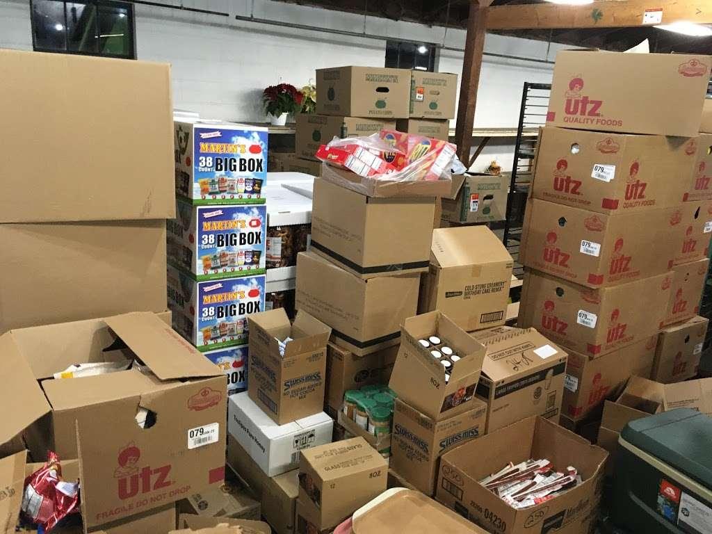 Stover's Produce Auction LLC - store  | Photo 2 of 8 | Address: 705 Graystone Rd, Manheim, PA 17545, USA | Phone: (717) 898-0666