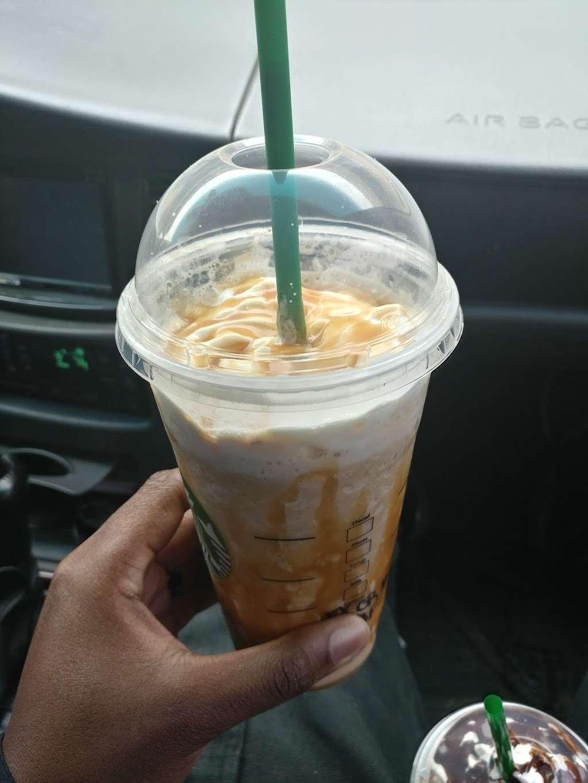 Starbucks - cafe  | Photo 4 of 10 | Address: 8801 Metcalf Ave, Overland Park, KS 66212, USA | Phone: (913) 642-2588