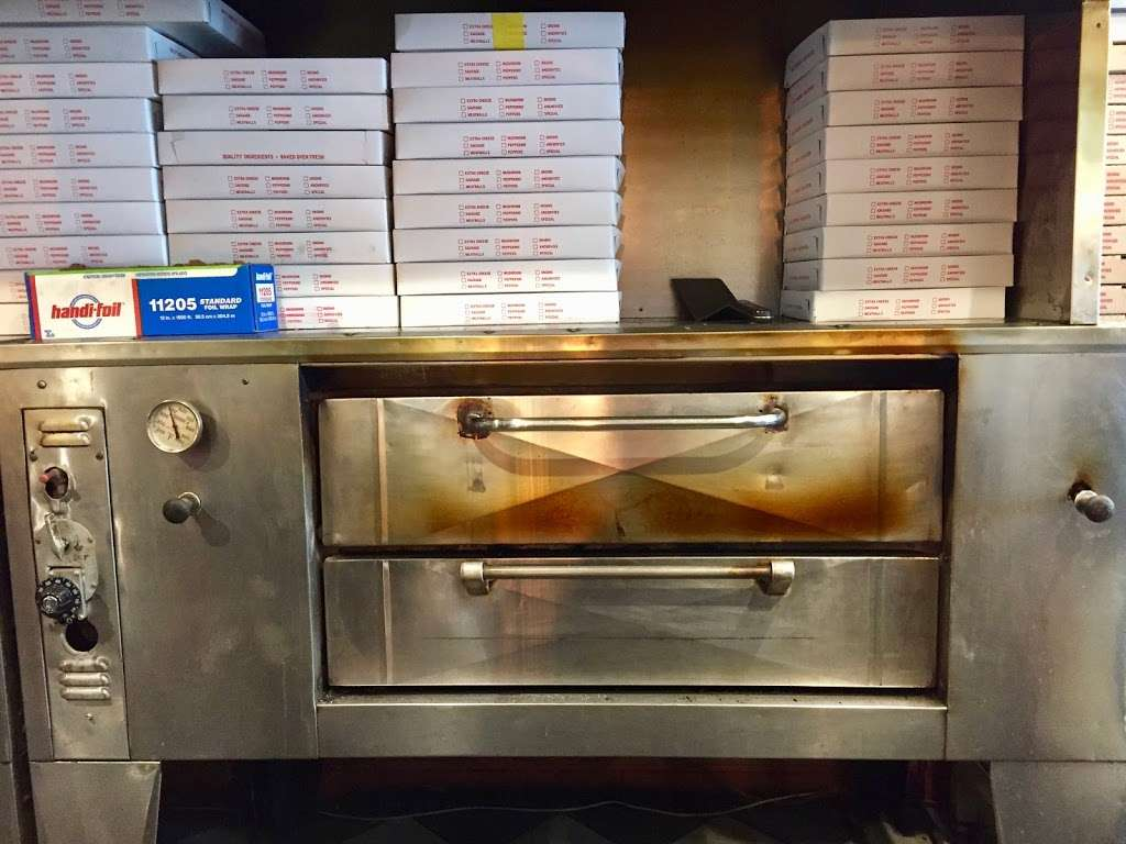 Dannys Pizza II - meal delivery  | Photo 7 of 10 | Address: 2788, 176 Graham Ave, Brooklyn, NY 11206, USA | Phone: (718) 302-0226