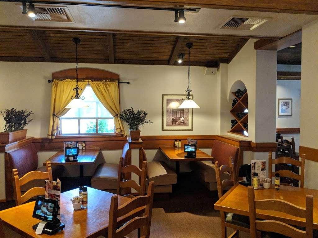 Olive Garden Italian Restaurant - meal takeaway  | Photo 1 of 10 | Address: 505 Gateway Dr, Brooklyn, NY 11239, USA | Phone: (718) 348-1071