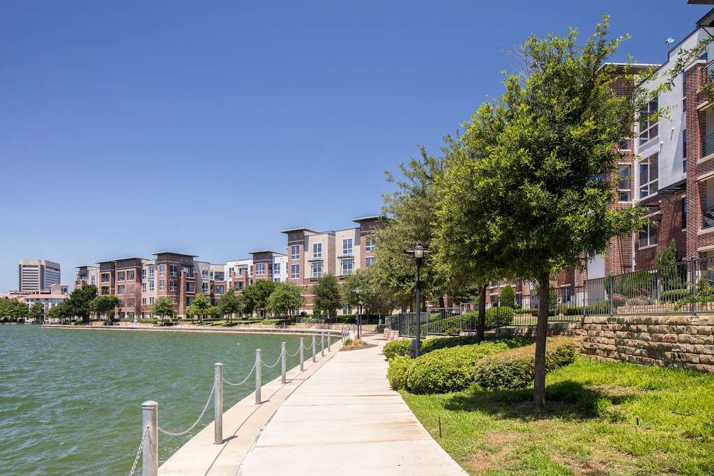 IMT Lakeshore Lofts - real estate agency  | Photo 9 of 10 | Address: 800 Lake Carolyn Pkwy, Irving, TX 75039, USA | Phone: (972) 982-8649