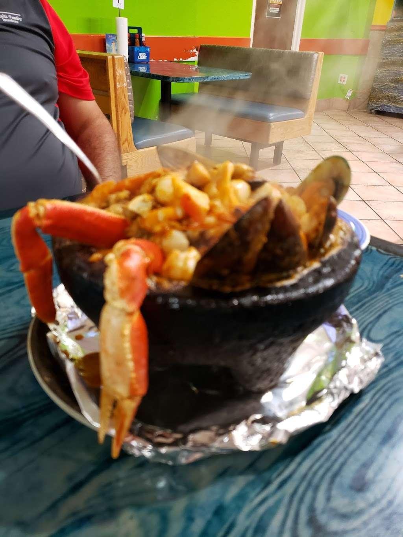 Las Islitas Mariscos Estilo Nayarit - restaurant  | Photo 7 of 10 | Address: 4610 Farm to Market 1960 Rd W P, Houston, TX 77069, USA | Phone: (281) 781-7336