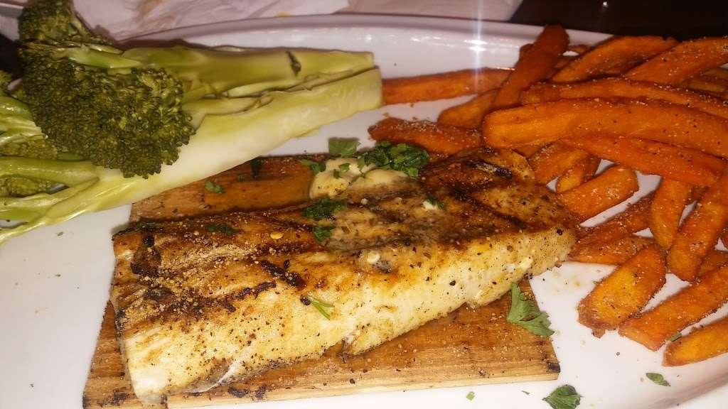 TGI Fridays - restaurant    Photo 8 of 10   Address: 8104 E 49th Dr, Denver, CO 80238, USA   Phone: (303) 371-8840