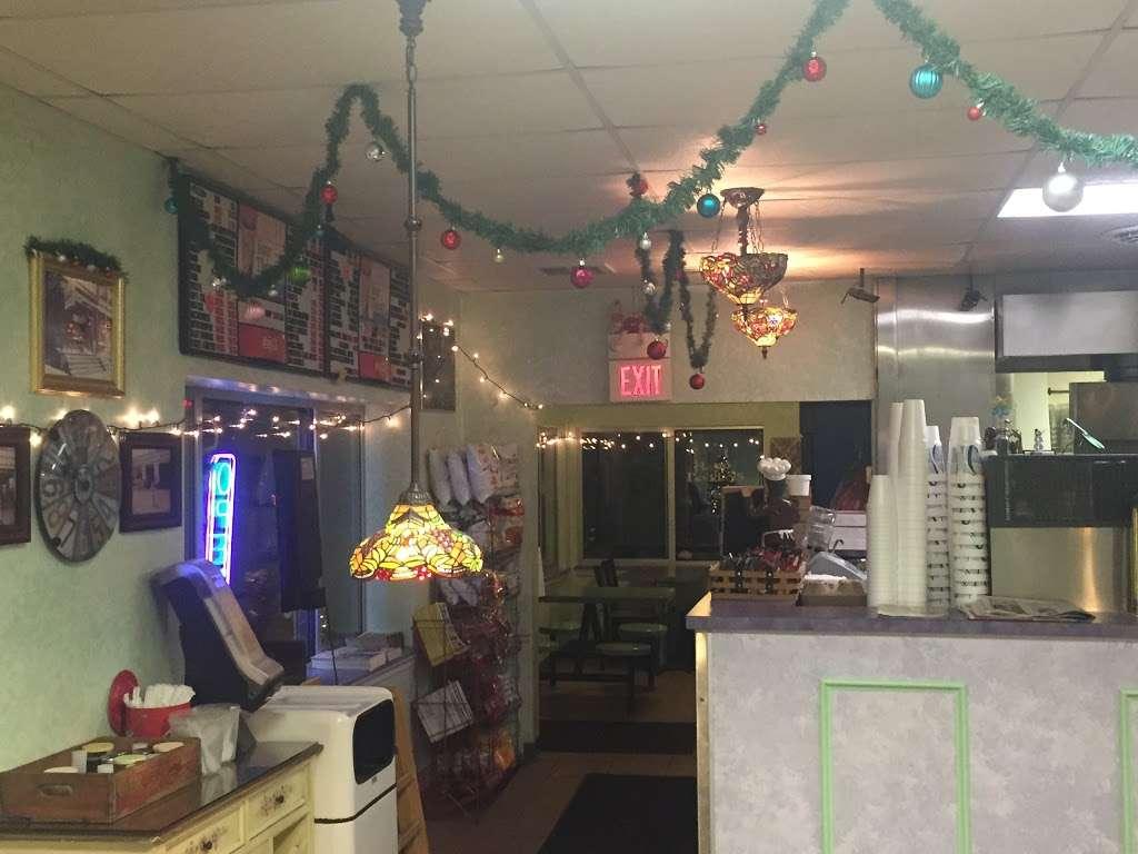 Jim and Nenas Pizzeria Hallam - restaurant  | Photo 2 of 10 | Address: 299 W Market St, Hallam, PA 17406, USA | Phone: (717) 840-6362