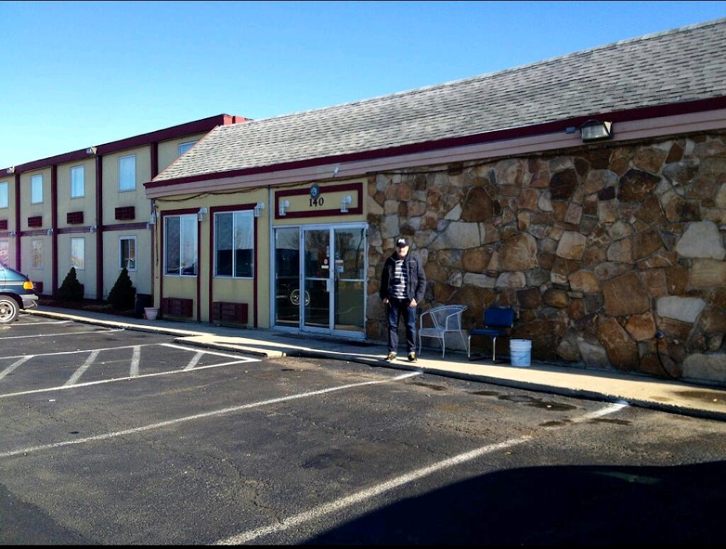 Sun Motel - lodging  | Photo 6 of 10 | Address: 140 S Hickory St, Braidwood, IL 60408, USA | Phone: (815) 458-2812