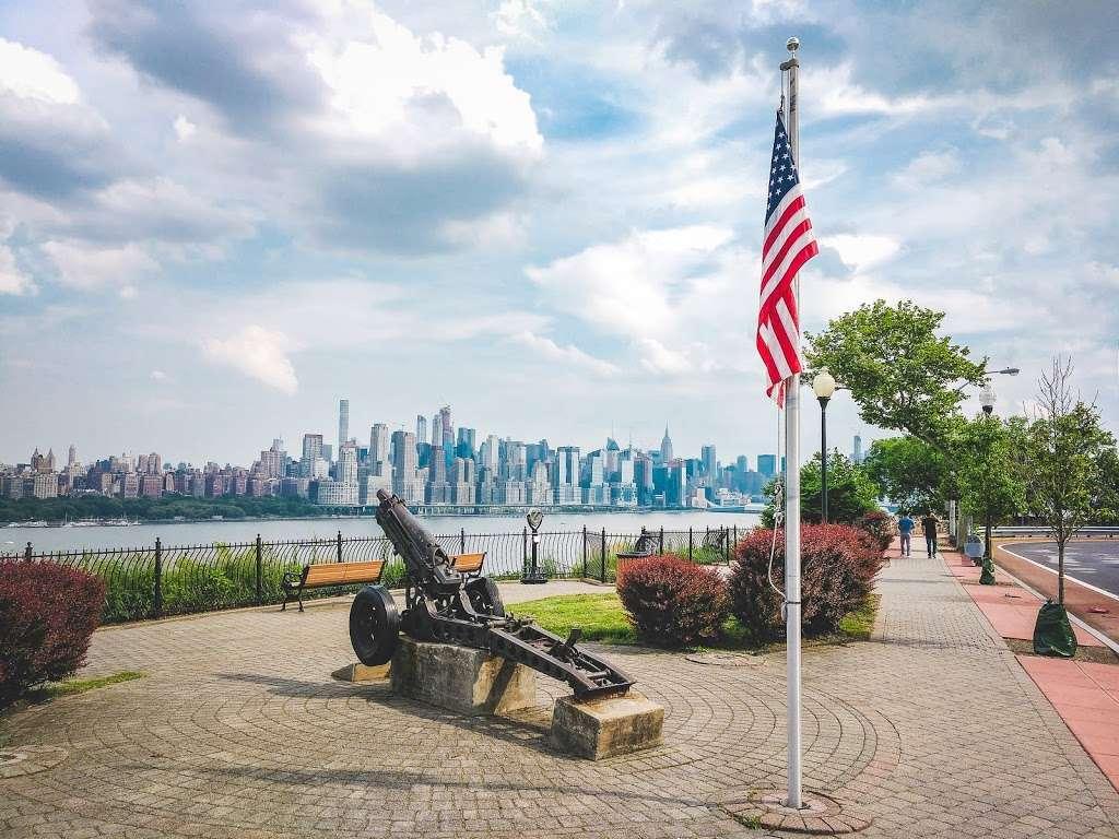 Old Glory Park - park  | Photo 4 of 10 | Address: West New York, NJ 07093, USA