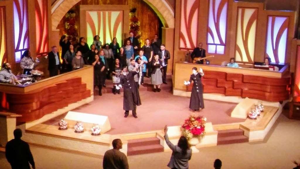 Christian World Ministries - church  | Photo 2 of 9 | Address: 6633 Walzem Rd, San Antonio, TX 78239, USA | Phone: (210) 657-5187