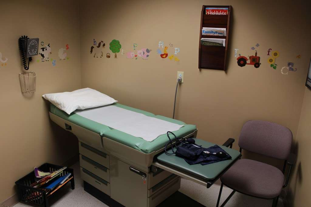 WellSpan Family Medicine - Terre Hill - doctor  | Photo 5 of 7 | Address: 770 Broad St, East Earl, PA 17519, USA | Phone: (717) 445-4576