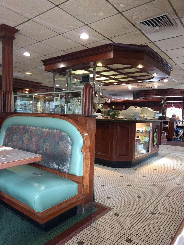 Pilgrim Diner Restaurant - restaurant    Photo 7 of 10   Address: 82 Pompton Ave, Cedar Grove, NJ 07009, USA   Phone: (973) 239-2900