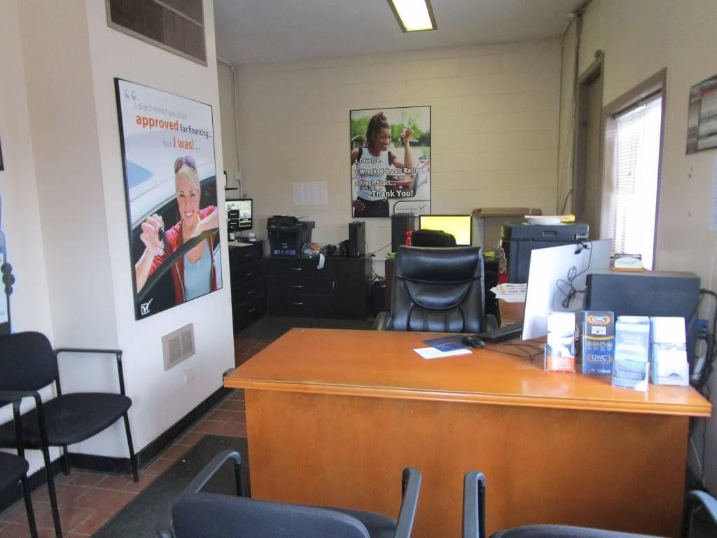 CJs Auto Store - car dealer  | Photo 8 of 10 | Address: 1416 E Manhattan Blvd, Toledo, OH 43608, USA | Phone: (419) 729-2277