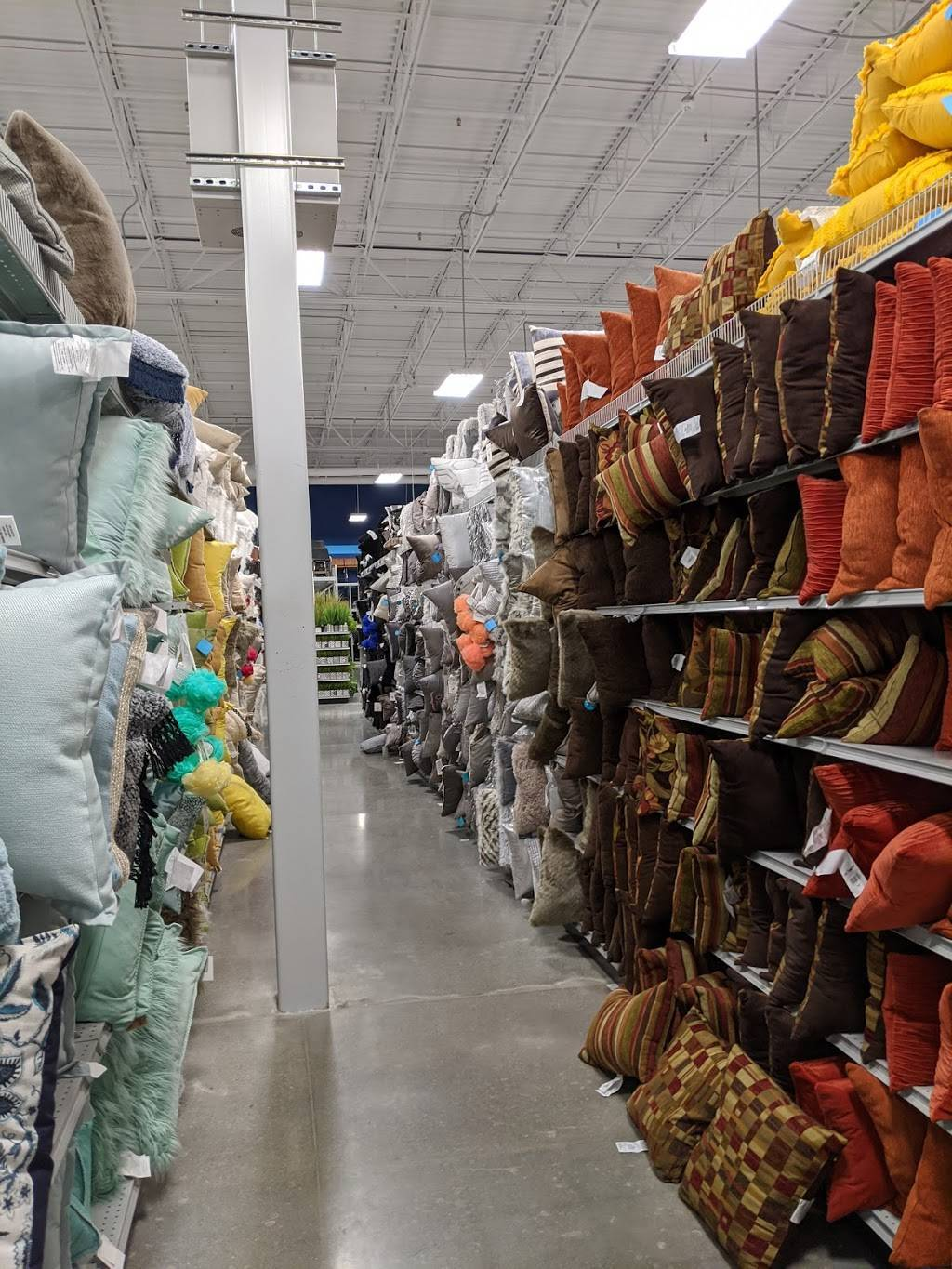 At Home - home goods store  | Photo 7 of 9 | Address: 6845 S 27th St, Lincoln, NE 68512, USA | Phone: (402) 417-1000