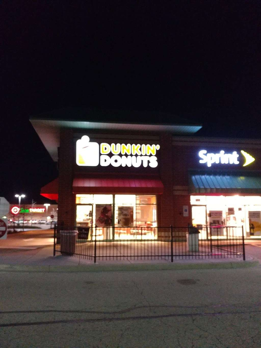 Dunkin Donuts - cafe    Photo 3 of 7   Address: 514 Randall Rd, South Elgin, IL 60177, USA   Phone: (847) 214-3602