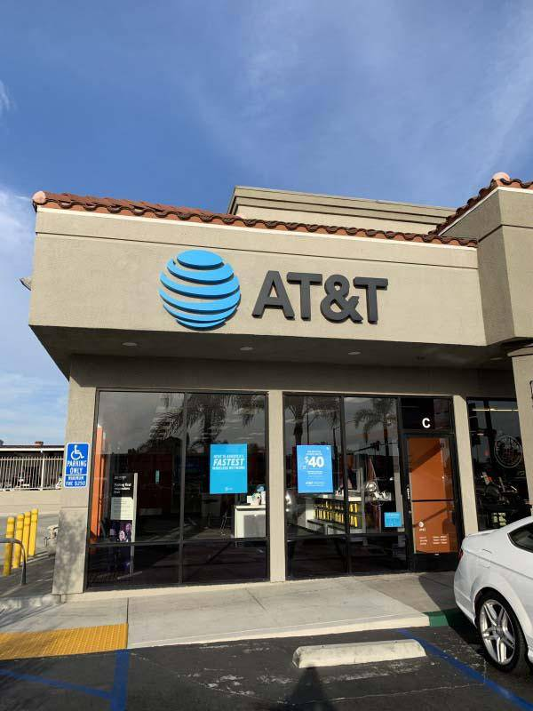 AT&T Store - electronics store  | Photo 7 of 10 | Address: 2800 Harbor Blvd Suite C, Costa Mesa, CA 92626, USA | Phone: (714) 432-0900