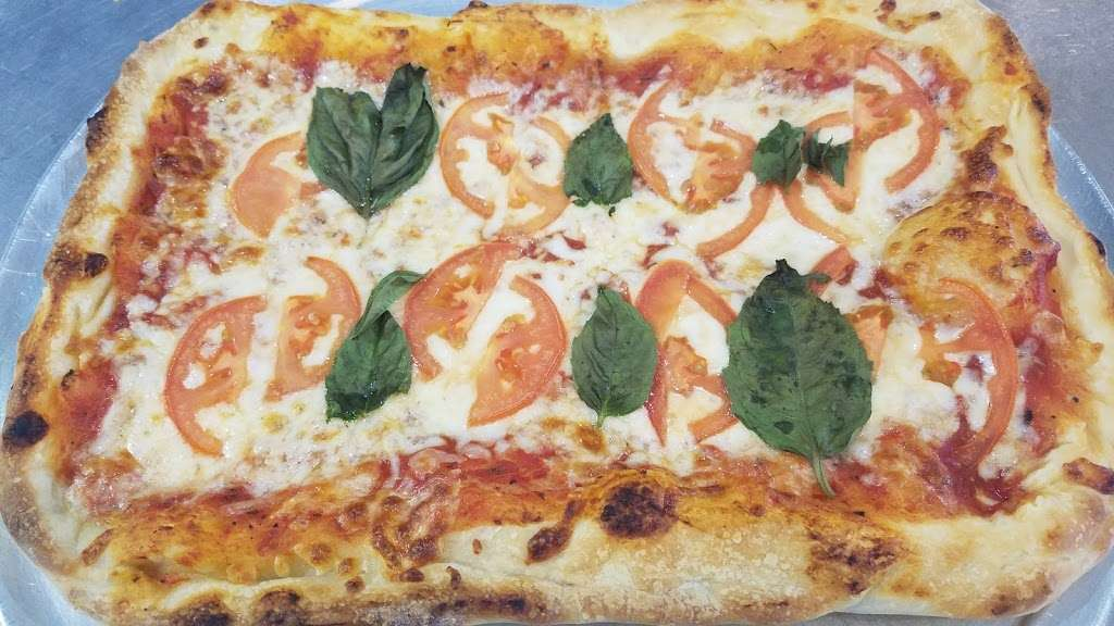 Baccis Pizza & Pasta - meal delivery  | Photo 2 of 10 | Address: 3220 E Hebron Pkwy, Carrollton, TX 75010, USA | Phone: (972) 662-7437