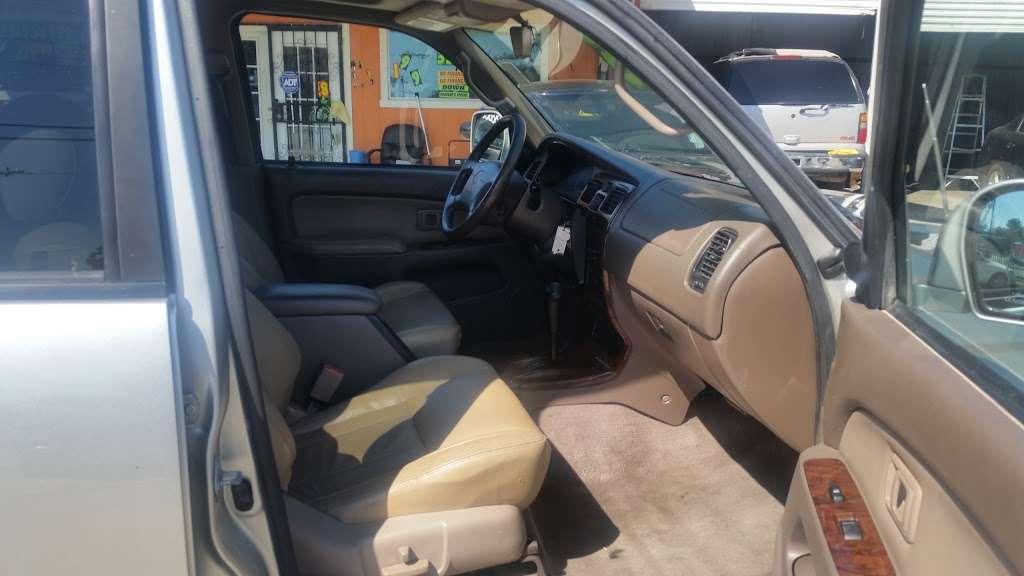 Race Auto Sales - car dealer  | Photo 9 of 10 | Address: 2027 Rigsby Ave, San Antonio, TX 78210, USA | Phone: (713) 319-5692