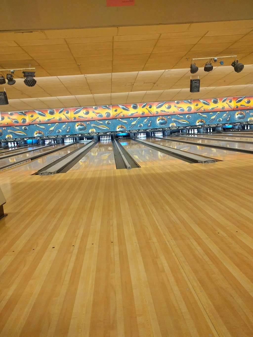 Hudson Lanes - bowling alley  | Photo 9 of 10 | Address: 1 Garfield Ave, Jersey City, NJ 07305, USA | Phone: (201) 432-5900