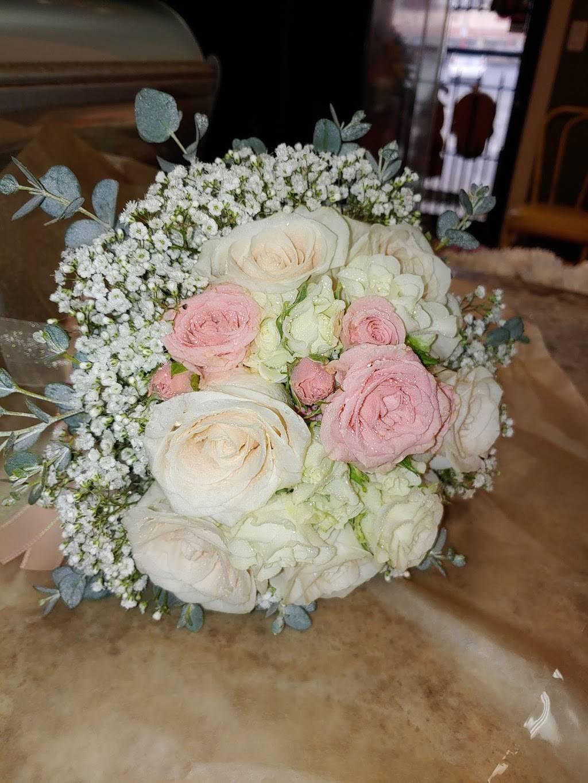 Alinas Florist - florist  | Photo 7 of 10 | Address: Avon St, Riverside, CA 92509, USA | Phone: (951) 217-5895