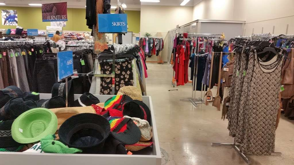 Goodwill Store & Donation Center in Evanston - store  | Photo 3 of 10 | Address: 1916B Dempster Street, Evanston, IL 60202, USA | Phone: (847) 905-1202