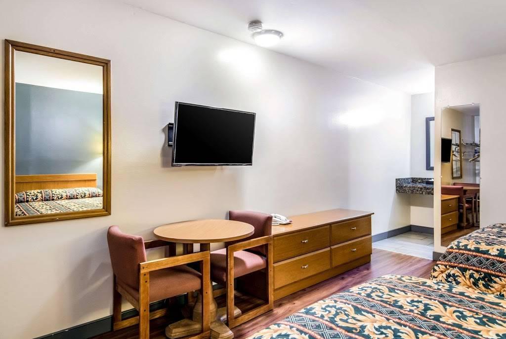 Rodeway Inn North Chesterfield-Richmond - lodging  | Photo 5 of 7 | Address: 2125 Willis Rd, Richmond, VA 23237, USA | Phone: (804) 271-6031