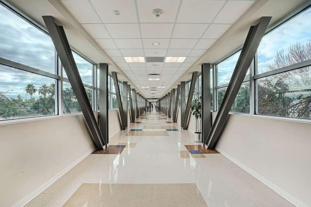 HCA Houston Healthcare Clear Lake - hospital    Photo 2 of 10   Address: 500 W. Medical Center Blvd, Webster, TX 77598, USA   Phone: (281) 332-2511