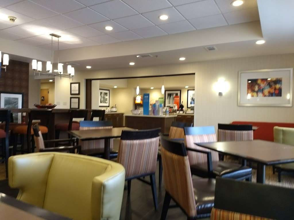 Hampton Inn Houston/Baytown - lodging  | Photo 5 of 10 | Address: 7211 Garth Rd, Baytown, TX 77521, USA | Phone: (281) 421-1234