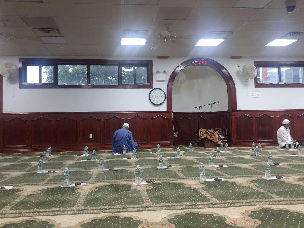 Baitul Mamur Masjid & Community Center - mosque  | Photo 4 of 10 | Address: 1033 Glenmore Ave, Brooklyn, NY 11208, USA | Phone: (718) 437-5702