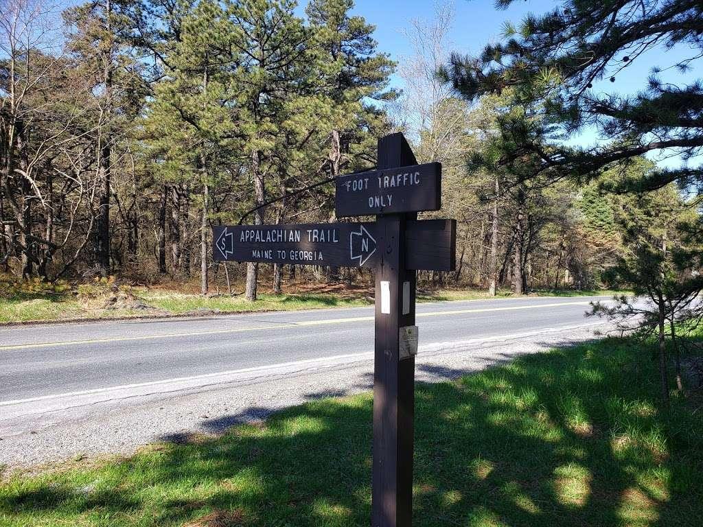 Big Flats Appalachian Trail Parking Lot - parking  | Photo 7 of 10 | Address: 2749 Shippensburg Rd, Biglerville, PA 17307, USA