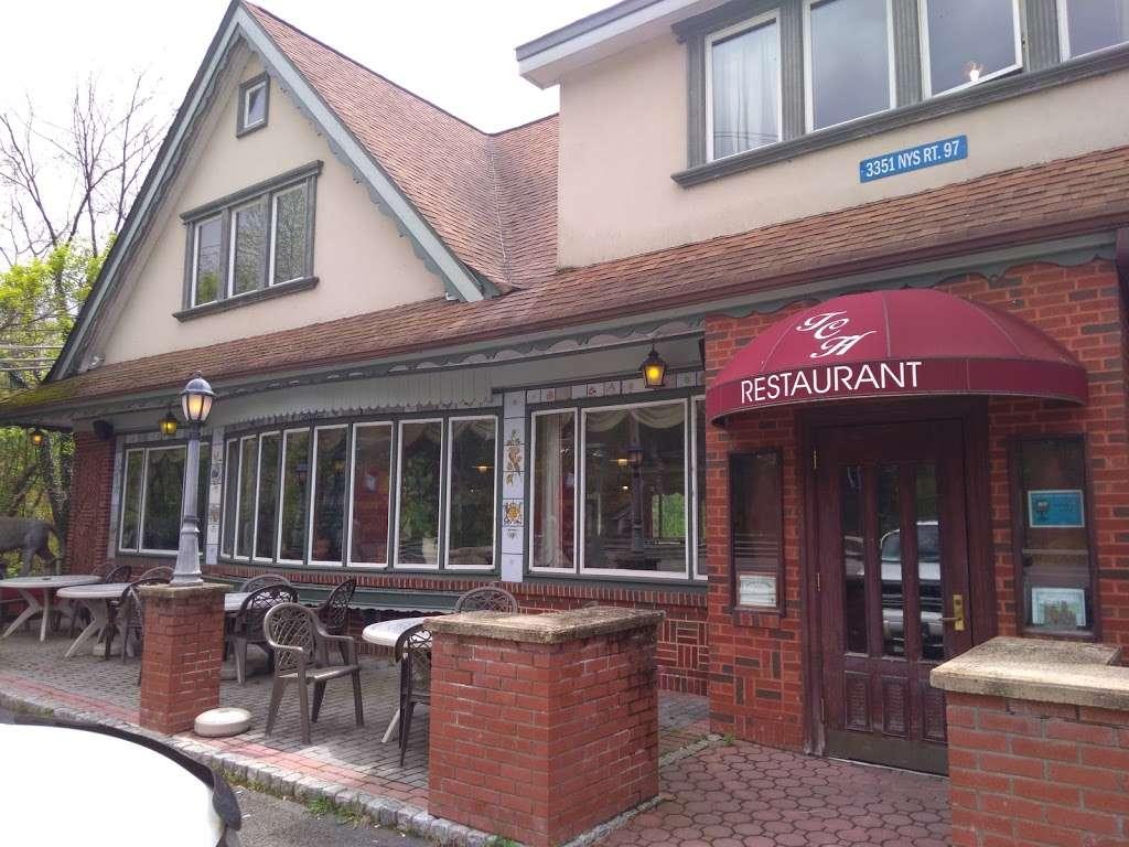 Carriage House - restaurant  | Photo 7 of 10 | Address: 3351 NY-97, Barryville, NY 12719, USA | Phone: (845) 557-0400
