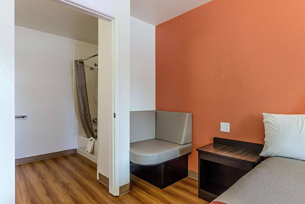 Motel 6 Fresno, CA - lodging  | Photo 5 of 8 | Address: 5021 N Barcus Ave, Fresno, CA 93722, USA | Phone: (559) 276-1910