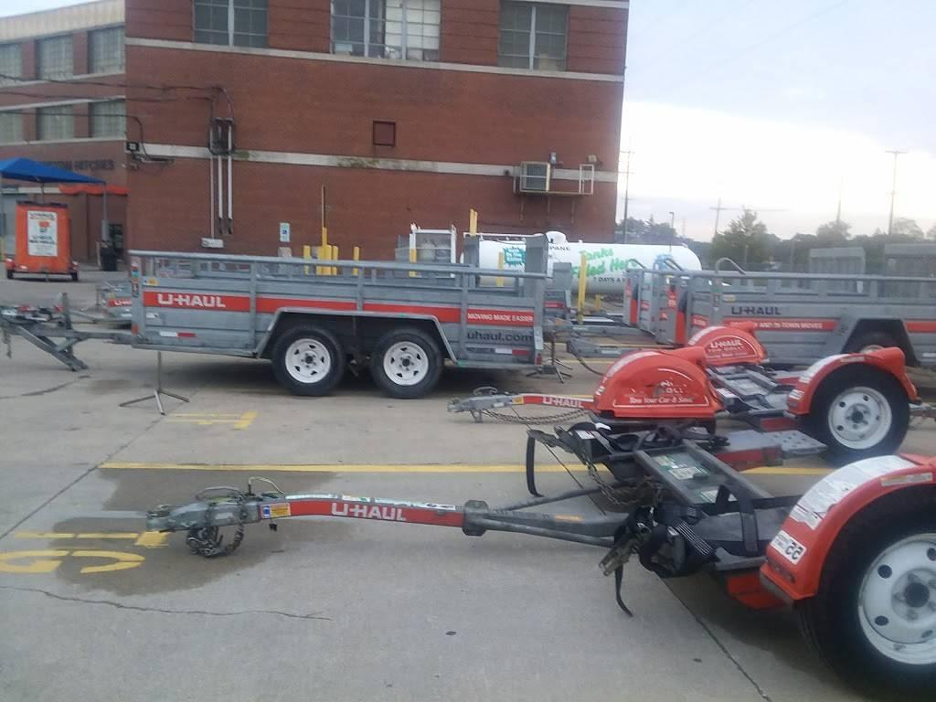 U-Haul Moving & Storage at Clark Ave - moving company  | Photo 8 of 10 | Address: 6000 Clark Ave, Cleveland, OH 44102, USA | Phone: (216) 631-7402