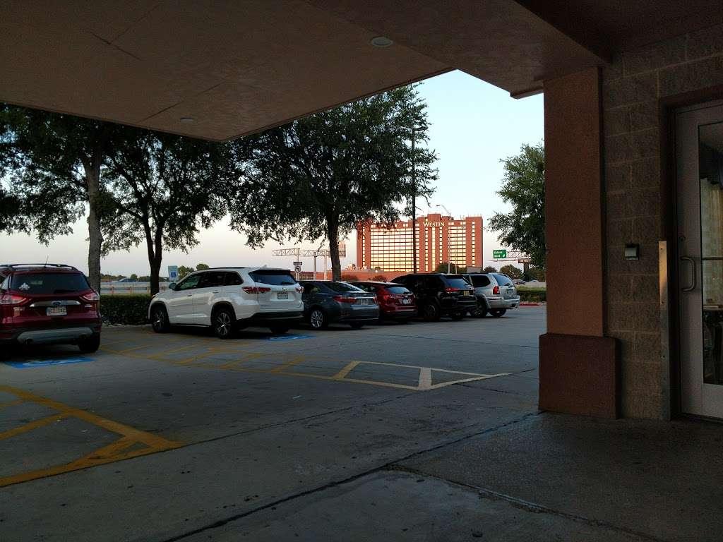 Super 8 by Wyndham Irving/DFW Apt/North - lodging  | Photo 9 of 10 | Address: 4770 W John Carpenter Fwy, Irving, TX 75063, USA | Phone: (214) 441-9000