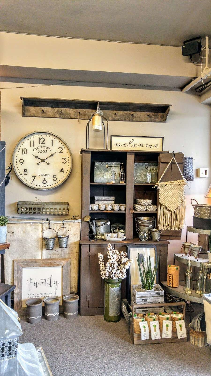Cocalico Creek Country Store - home goods store  | Photo 5 of 10 | Address: 1037 N Reading Rd, Stevens, PA 17578, USA | Phone: (717) 336-5522