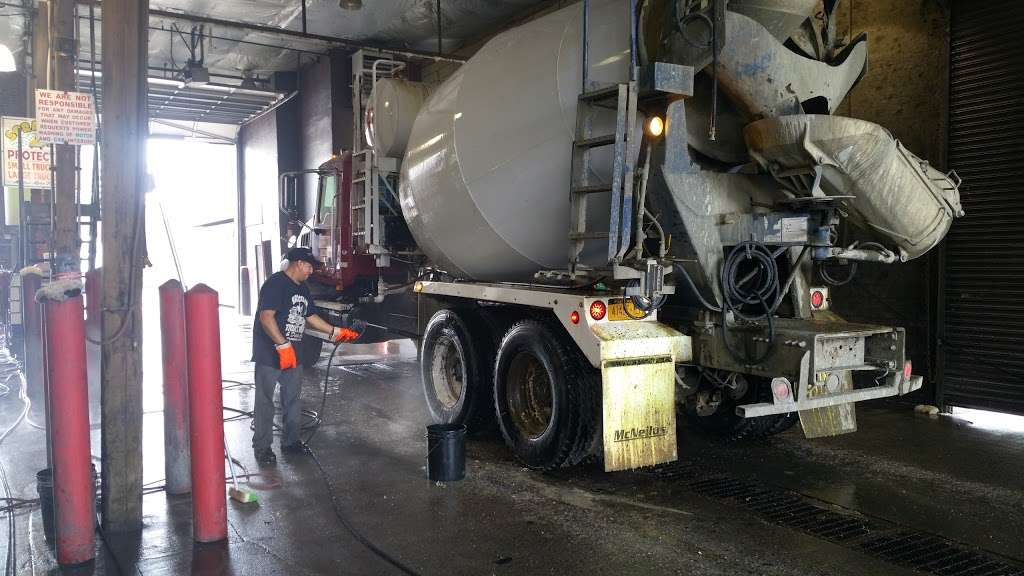 Brooklyn Truck Wash - car wash  | Photo 10 of 10 | Address: 184 Maspeth Ave, Brooklyn, NY 11211, USA | Phone: (718) 218-8150