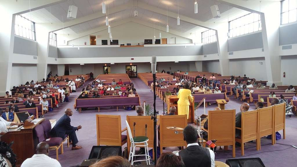 Freedom Temple Church of God - church  | Photo 1 of 10 | Address: 1459 W 74th St, Chicago, IL 60636, USA | Phone: (773) 483-1140