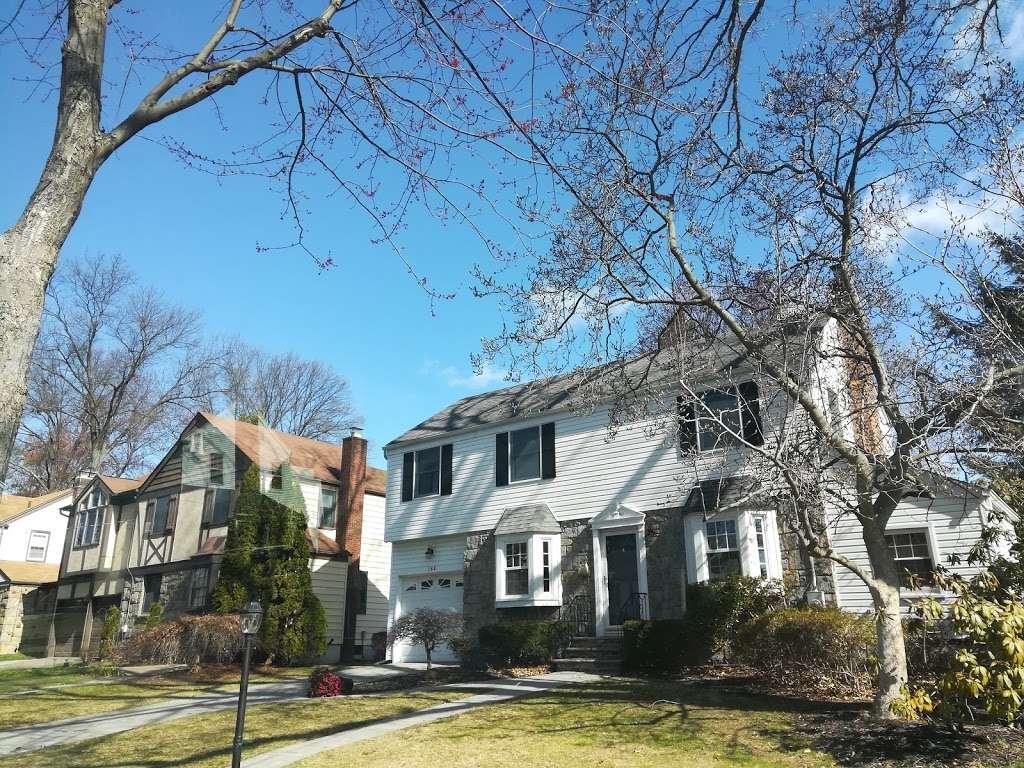 Brookside Park - park  | Photo 2 of 6 | Address: 160 Greenway Terrace, River Edge, NJ 07661, USA