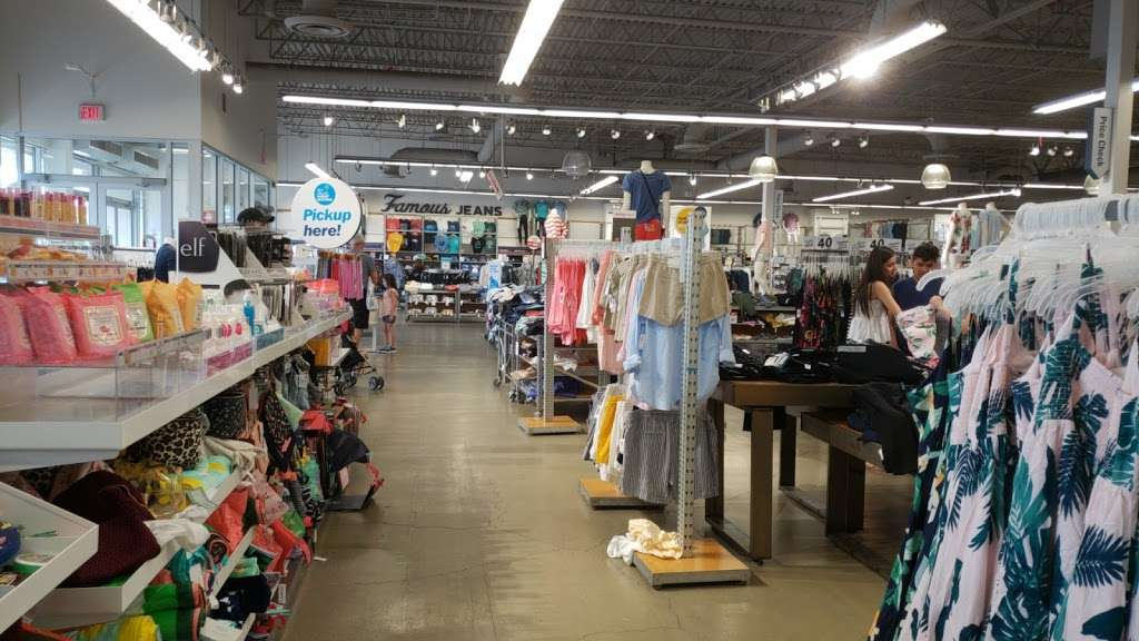 Old Navy | clothing store | 485 River Rd, Edgewater, NJ 07020, USA