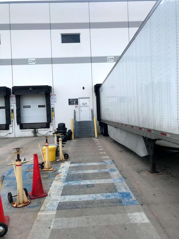 Amazon Cross-Dock Facility - MDW2 - storage    Photo 1 of 10   Address: 250 Emerald Dr, Joliet, IL 60433, USA   Phone: (866) 495-8567