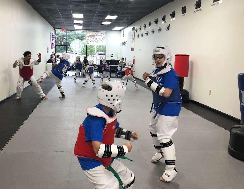 Master LEEs Tiger Kicks Martial Arts Tae kwon Do - gym  | Photo 4 of 10 | Address: 317 E Street Rd, Warminster, PA 18974, USA | Phone: (215) 444-0899