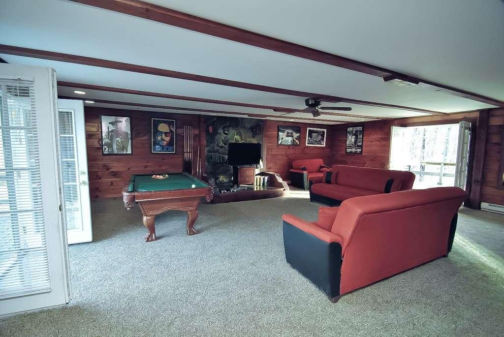 Pocono Casa & Cabanas & Pet Friendly Cabin Rentals - Grand Summi - real estate agency  | Photo 10 of 10 | Address: 151 Terrace Dr, East Stroudsburg, PA 18301, USA | Phone: (718) 303-0448