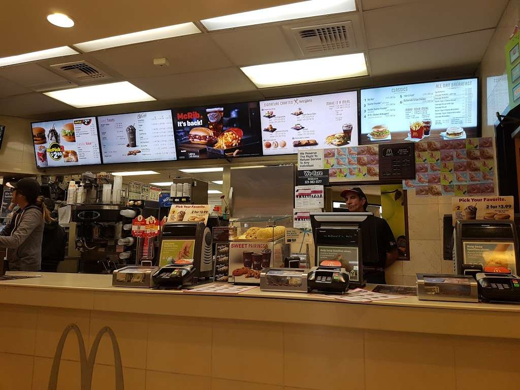 McDonalds - cafe  | Photo 5 of 10 | Address: 5223 W Century Blvd, Los Angeles, CA 90045, USA | Phone: (310) 410-1707