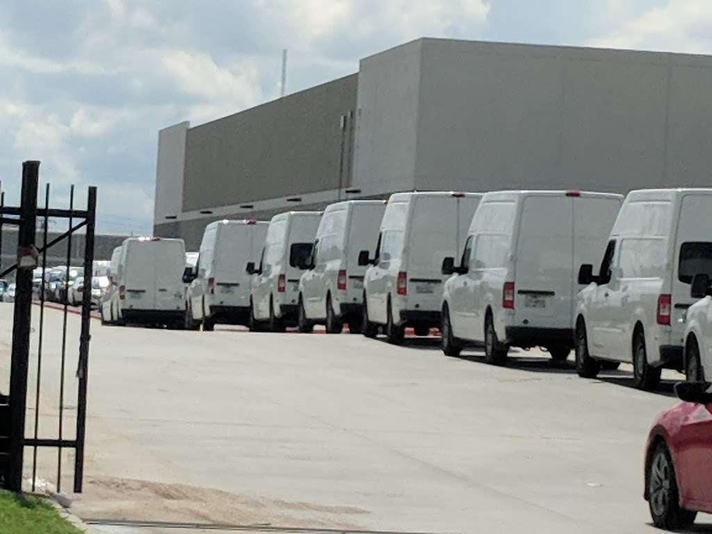 Amazon Flex Warehouse - storage  | Photo 1 of 10 | Address: 11720 N Gessner Rd bldg 5, Houston, TX 77064, USA | Phone: 786-817-9488