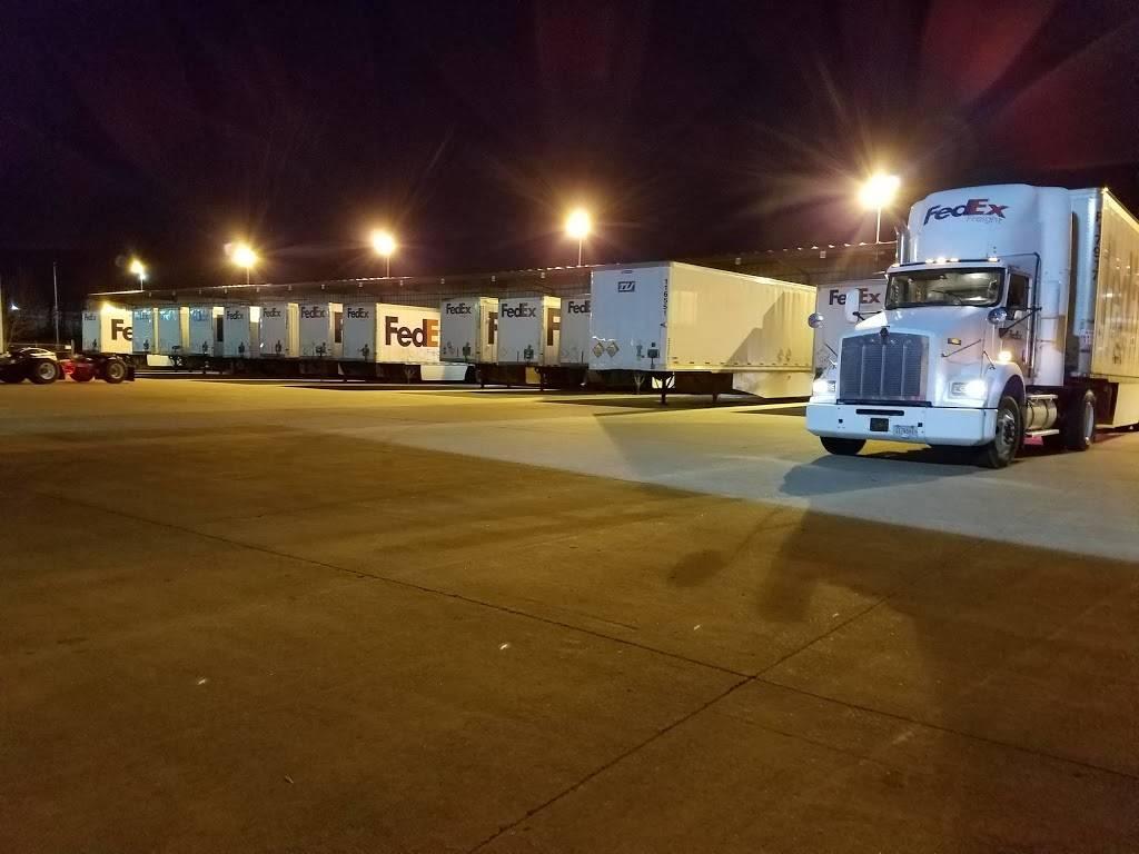 FedEx Freight - moving company  | Photo 2 of 5 | Address: 2451 Leestown Rd, Lexington, KY 40511, USA | Phone: (800) 232-0023