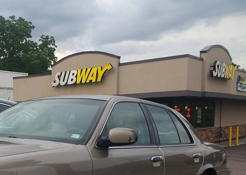 Subway - meal takeaway  | Photo 1 of 10 | Address: 376 White Bear Ave, St Paul, MN 55106, USA | Phone: (651) 735-2718