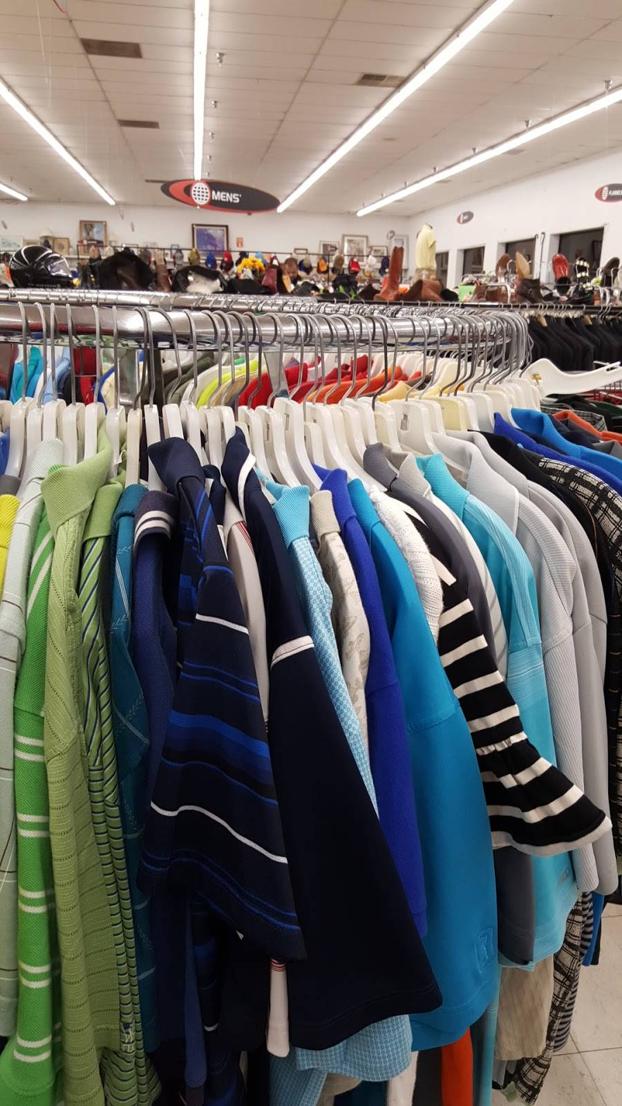 Value World - clothing store  | Photo 5 of 7 | Address: 2001 E Eleven Mile Rd, Warren, MI 48092, USA | Phone: (734) 728-4610