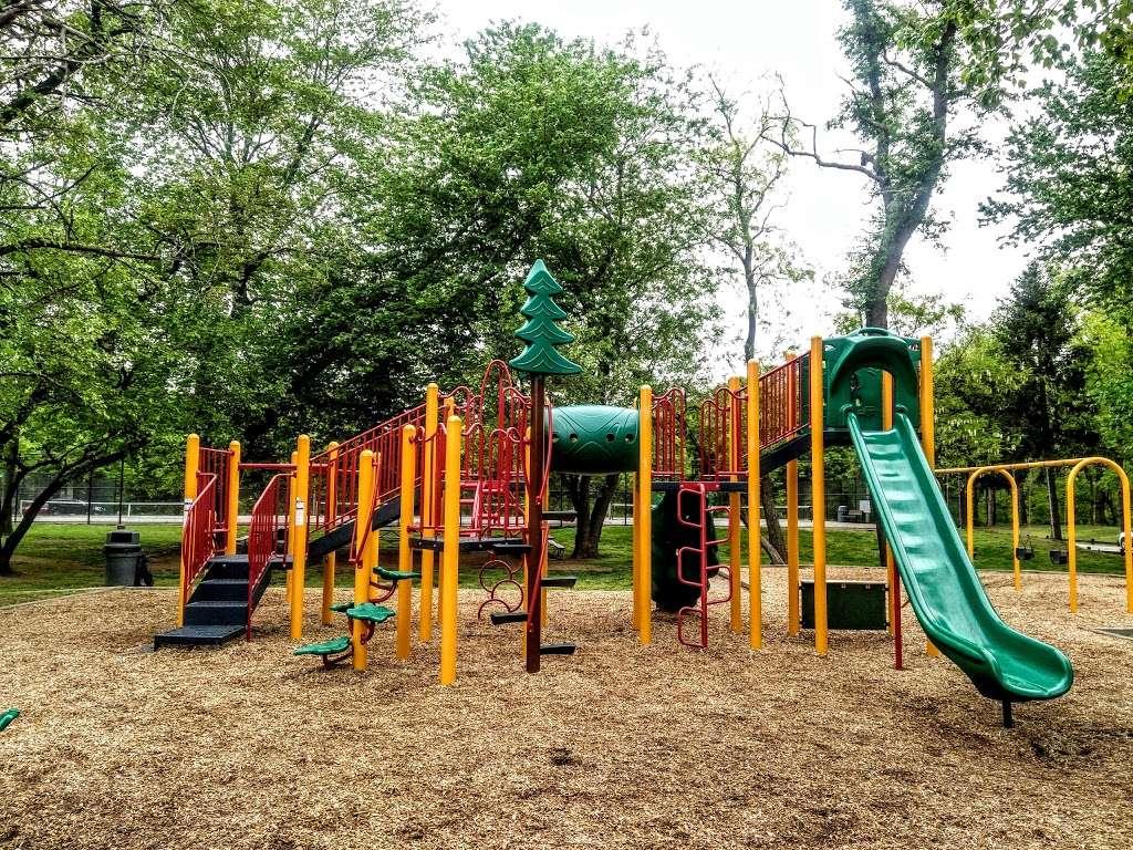 Veterans Memorial Park - park  | Photo 3 of 10 | Address: 14300 Veterans Dr, Woodbridge, VA 22191, USA | Phone: (703) 792-8794