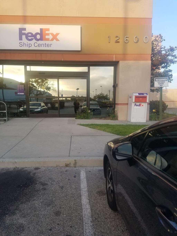 FedEx Ship Center - store    Photo 10 of 10   Address: 12600 S Prairie Ave, Hawthorne, CA 90250, USA   Phone: (800) 463-3339