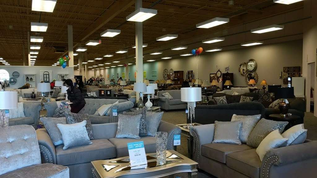Raymour & Flanigan Furniture and Mattress Outlet - furniture store    Photo 4 of 10   Address: 7 Route 9 S, Manalapan, NJ 07726, USA   Phone: (732) 252-1980