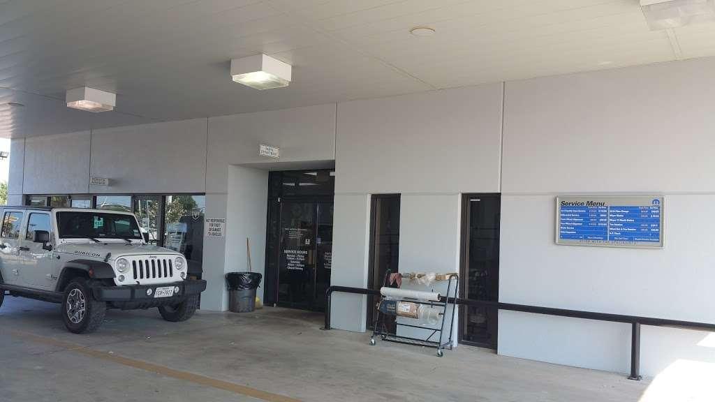 Bayshore Chrysler Jeep Dodge RAM - car dealer  | Photo 7 of 10 | Address: 5225, I-10 E, Baytown, TX 77521, USA | Phone: (281) 421-6000